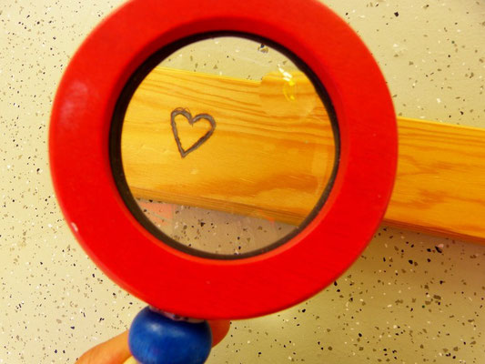 Linsen: Beim erforschen der Brennweite ist uns eine schöne Grawur im Holz gelungen