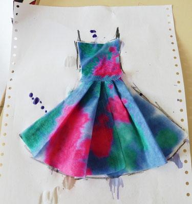 Ein Experiment mit pH haben wir in Kunst verwandelt und ein modisches Kleid hergezaubert