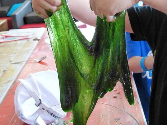 Kunststoffe: Aus glitschiger Flüssigkeit machen wir flummiähnliche Polymere