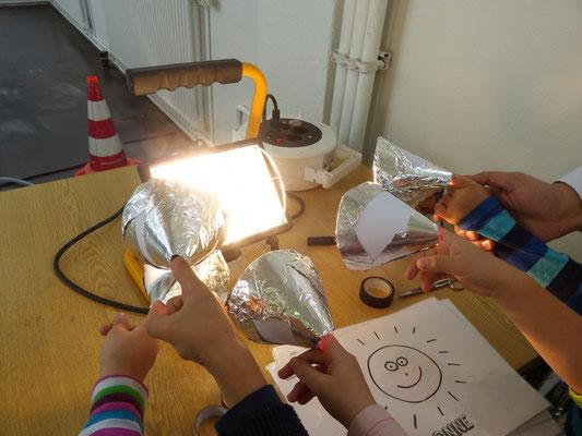 Experimente im Verkehrszentrum zum Thema Energie: Wir grillen unsere Finger