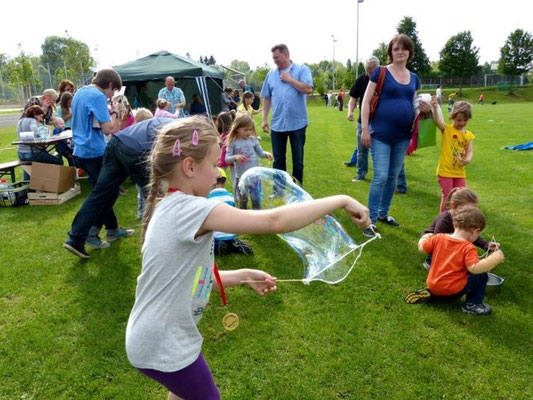 Experimente im Freien: Seifenblasen