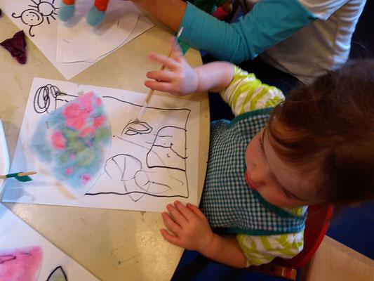 pH: Mit einem pH-Indikator gestalten sogar Krippenkinder tolle Kunstwerke