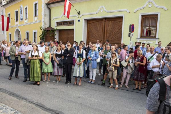 Ehrengäste bei der Eröffnung des Röschitzer Winzerfestes