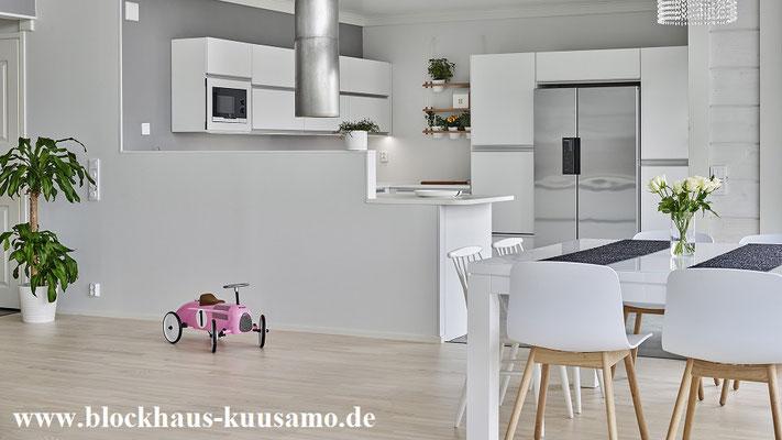 Das Blockhaus mit offner Küche nach finnischer Art – Finnisches Designhaus