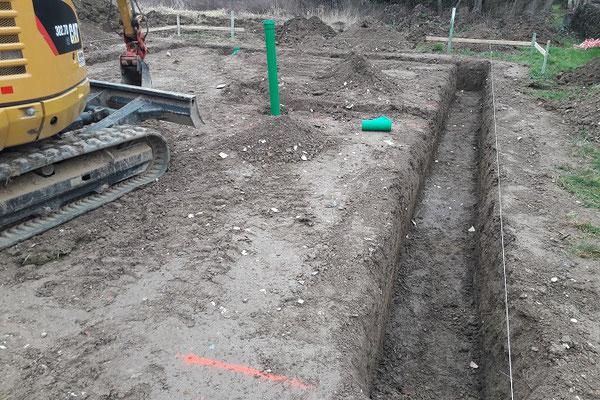 Erdarbeiten für die Bodenplatte - Tiefbau - Entwässerung - Erdaushub - Blockhaus Baustelle - Blockhausbau - Holzhaus in Blockbauweise - Niedersachsen - Minden - Bevern