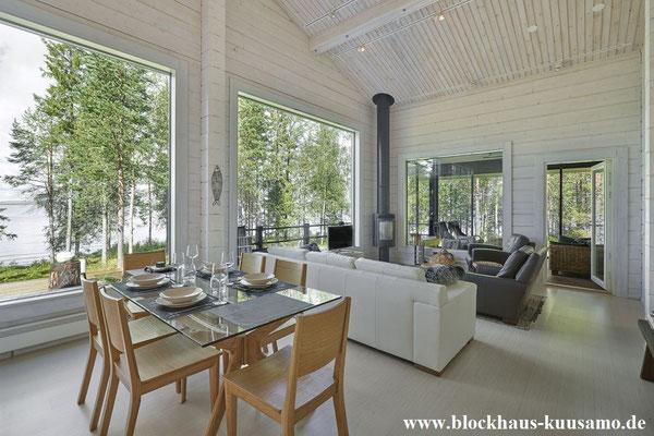 Wohnzimmer mit Kamin im Blockhaus in massiver Bauweise - Ökohaus - Biohaus -  Bungalow - © Blockhaus Kuusamo