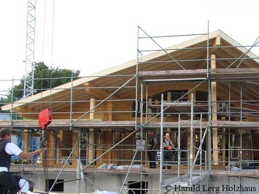 Wohnblockhaus in Hessen - Holzhaus in Blockbauweise  - © Harald Lerg Holzhaus