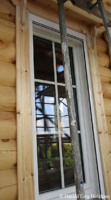 Rundbohlenhaus  Fenster