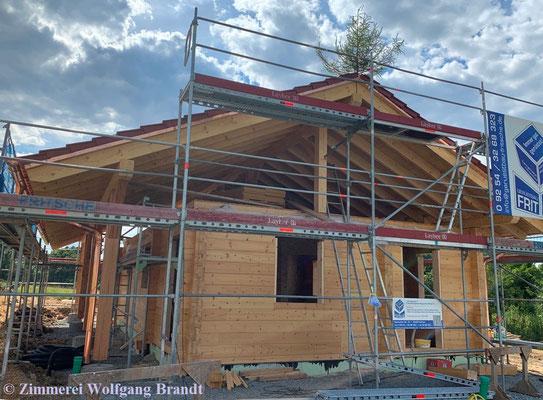 Kleines Blockhaus als ebenerdiges Wohnhaus - Holzhaus in Blockbauweise - Richtfest - Bungalow - Bayern - Massivholzhaus -