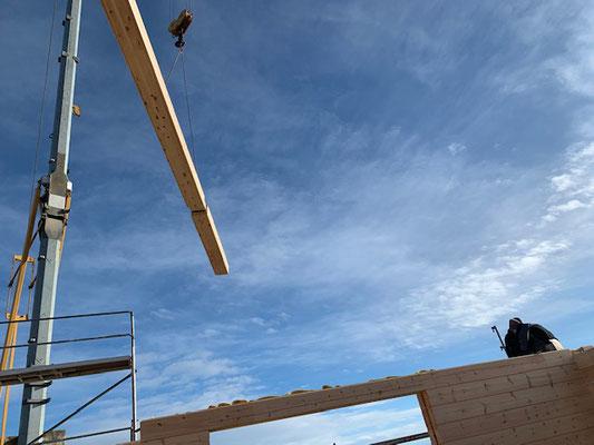 Blockhaus Bauen - Montage mit Kran - Winterbau