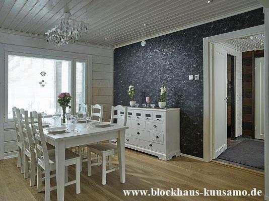 Essecke im Blockhaus - Innenansichten mit Tapete und Lasur
