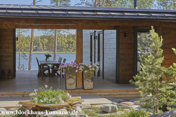 Kleines Holzhaus in Blockbauweise mit einem Wellnessbereich - Sauna oder Yogaraum
