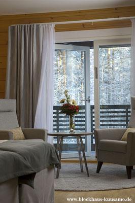 Hotelzimmer mit Balkon im Blockhaus - Massivholzhaus - Allergikerhaus - Ökologisch Bauen - Gesund wohnen
