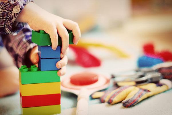 Kind spielt im Kindergarten - Foto Pixabay