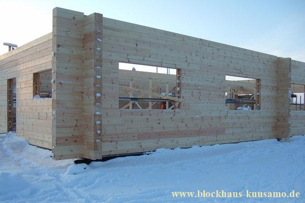 Hausbau - Holzbau - Blockhausbau im Winter - Architektenhaus - Individuelles Blockhaus