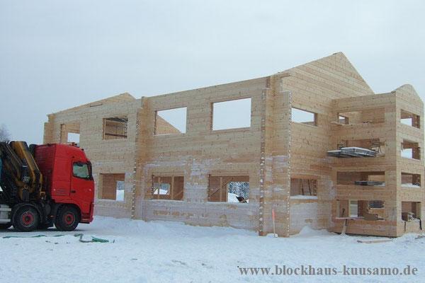 Holzhaus in massiver Blockbauweise - Blockhaus - Massivholzhaus - Montage mit erfahrenen Blockhausbauern - Bürogebäude