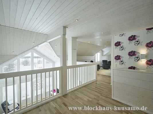 Blockhaus - Galerie mit Holzgeländer - Blockhausbau in Niedersachsen, Brandenburg, Hessen, Thüringen