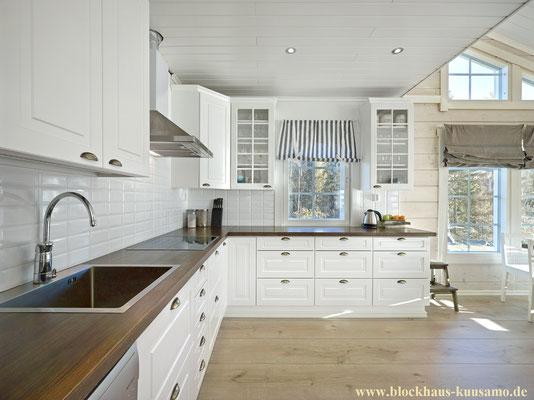 Offene Küche im Blockhaus aus Finnland - Großzügiges Wohnen im Holzhaus
