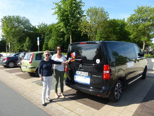 Die Vorsitzenden des Verden-Saumur-Partnerschaftsvereins verabschieden die Radsportler