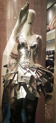 Calzedonia vetrina Milano 2016 - accessories by Flavia Cavalcanti