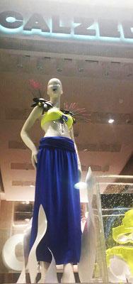 Calzedonia vetrina Milano 2015 - accessories by Flavia Cavalcanti