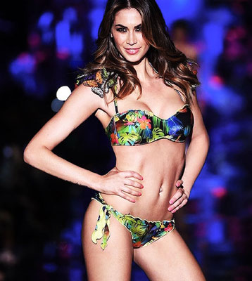 fashion show Calzedonia summer 2015 - accessories by Flavia Cavalcanti - model: Melissa Satta