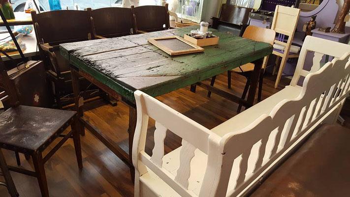 klappbarer Holztisch mit 100 Jahre alter Platte, Garten-/Küchenbank