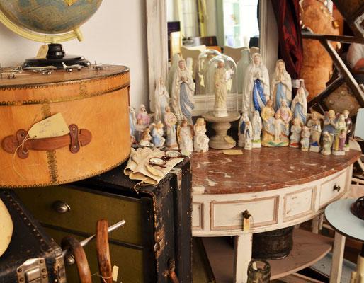Hutschachteln, Spiegelkonsole, Schrankkoffer, Madonna antik
