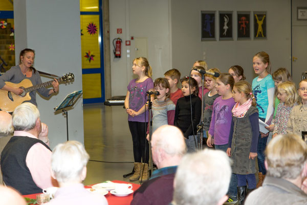 Chor der Grundschule Schenefeld erfreut die Gäste