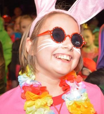 Der Hippie-Hase Fenja sicherte sich als beste Tänzerin das erste Party-Paket.