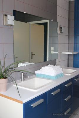 La salle de bain côté jardin Escale en Corrèze