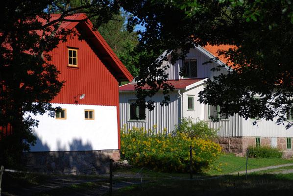 Gård på Flatön juni 2018. Foto: Anders Roxfelt