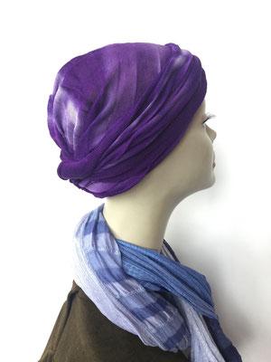 Modell G40 - Vreni Lorenzini - Kopfbedeckungen kaufen - Baumwollschlauch oder Seidenjersey-Foulard als Chäppli violett