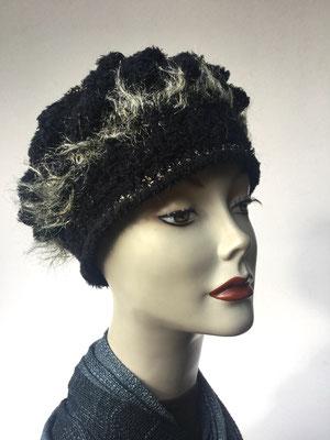 Wi 59c - Kopfbedeckungen nach Chemo - Winterrmodelle -  Artischocke gehäkelt - dunkel und helle Federn