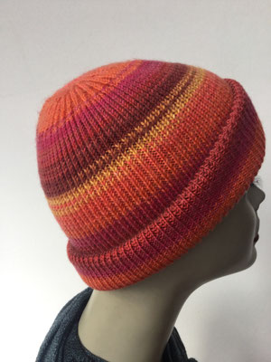Wi 99f - Vreni Lorenzini - Kopfbedeckungen kaufen- Wintermodelle - Melone gestrickt - rot oraneg