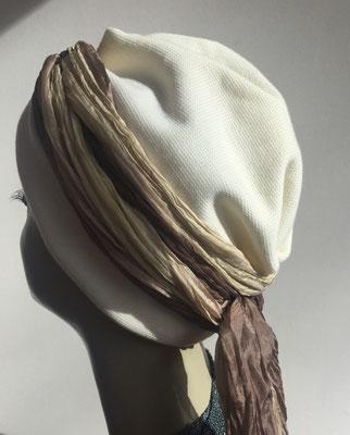 Wi 28 - Turban Nizza mit Schlaufe - weiss und hellbraune Schlaufe - Kopfbedeckungen nach Chemo