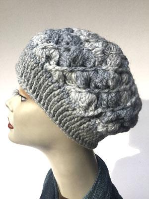 Wi 54 - Kopfbedeckungen nach Chemo - Winterrmodelle -  Artischocke gehäkelt - weiss grau
