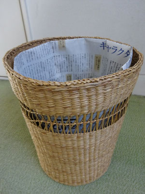 新聞紙1枚4回折るだけ!くず箱にレジ袋のかわりに折り袋を
