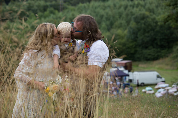 Festival Wedding Family Kiss