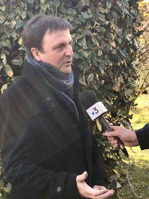 Michel Larive au micro de France 3 Midi-Pyrénées.