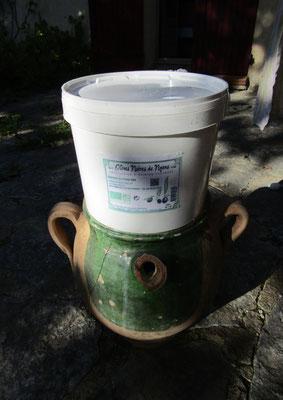 OLIVES AOP NYONS seau de 2 kg en saumure conservation 2 ans