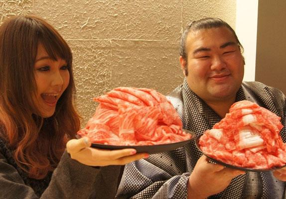 お相撲さんと対決,大食い