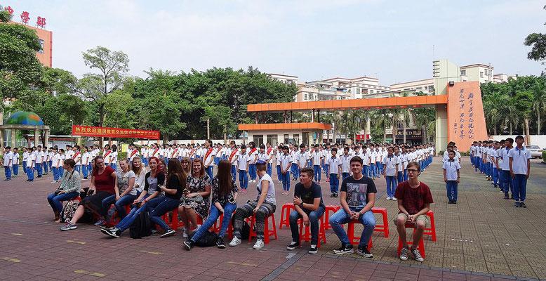 Die Schüler beim diesjährigen Empfang in der Huazheng Privatschule.