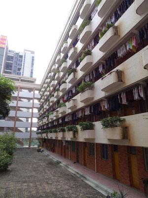 Eines der Wohngebäude der Schüler an der ca. 3500 Schüler zählenden Tangxia Highschool.