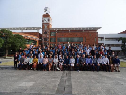 Gruppenfoto beim Besuch der Tangxia Senior Highschool.