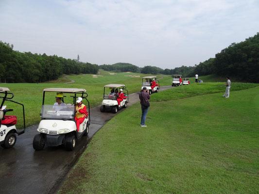 Am 3.11. besuchten wir Mission Hills, eine mit zwölf 18-Loch Plätzen unglaublich große Golfanlage.