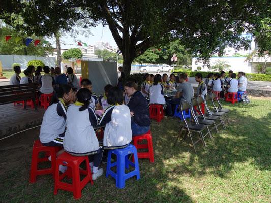 Englisch-Gesprächsrunden an einer besuchten Schule.