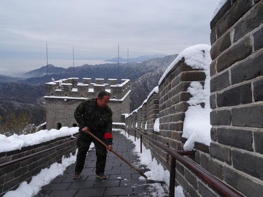 Zum Glück räumten fleißige Arbeiter den Schnee weg, so dass wir unbeschadet vom Tal (200 m ü.N.) bis auf 550 m aufsteigen konnten.