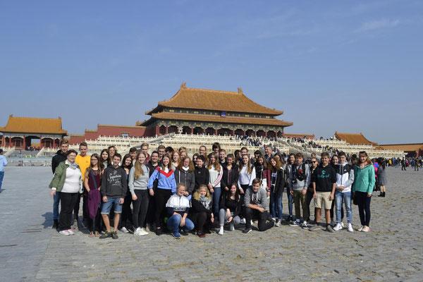 Mit vielen Touristen zusammen in der verbotenen Stadt.