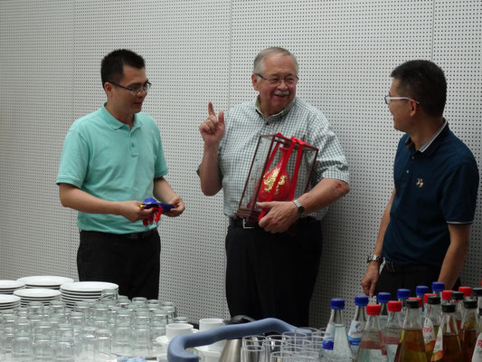 Der Landtagspräsident Hr. Kartmann empfing die chinesische Besuchergruppe.